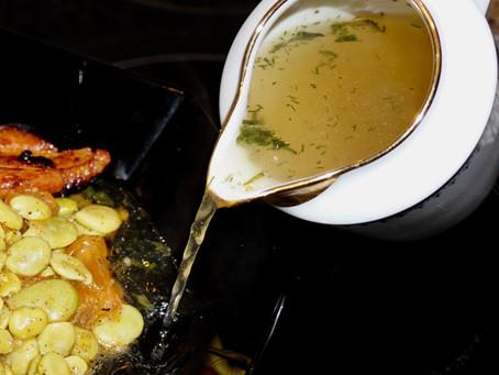 Sauté de fèves au lard, bouillon corsé