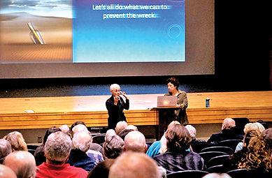 CDTC Member Launa Zimmaro intrduces Naomi Oreskes at Climate Change talk