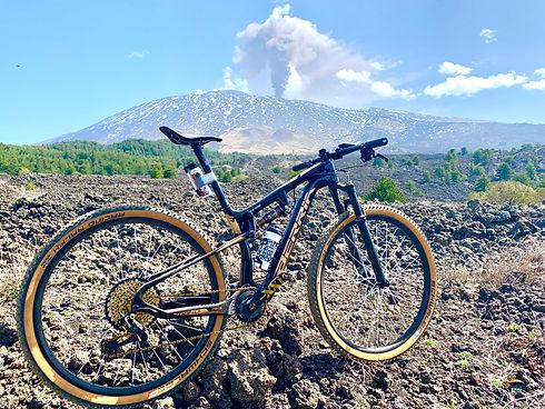 Bicicletta con vista monte Etna