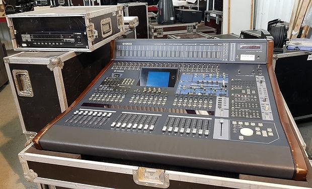 Yamaha DM2000 001.jpg
