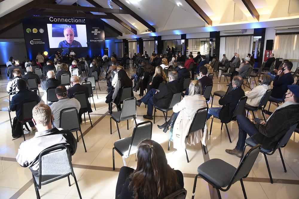 Mais de 800 pessoas acompanharam o evento de forma presencial e online em programação realizada no Hotel Master Gramado (FOTO).
