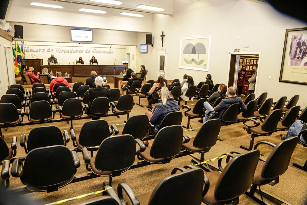 A audiência foi conduzida pela Comissão Permanente de Mérito, presidida pela vereadora Rosi Ecker Schmitt (Progressistas).