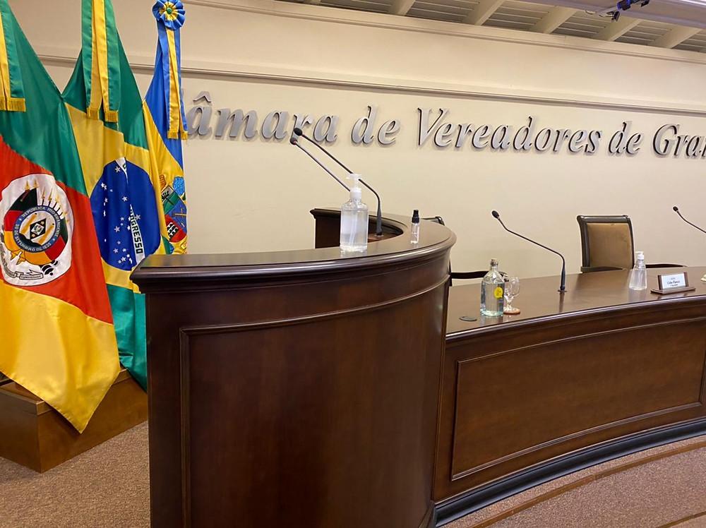 Com tempo regimental de sete minutos para falar, o inscrito poderá abordar demandas locais ou com repercussão em Gramado – não tratando de questões político partidárias, discriminatórias ou ofensivas.