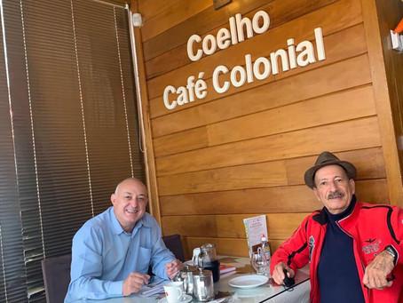 Coelho do Brasil: firme e forte no convívio com os amigos