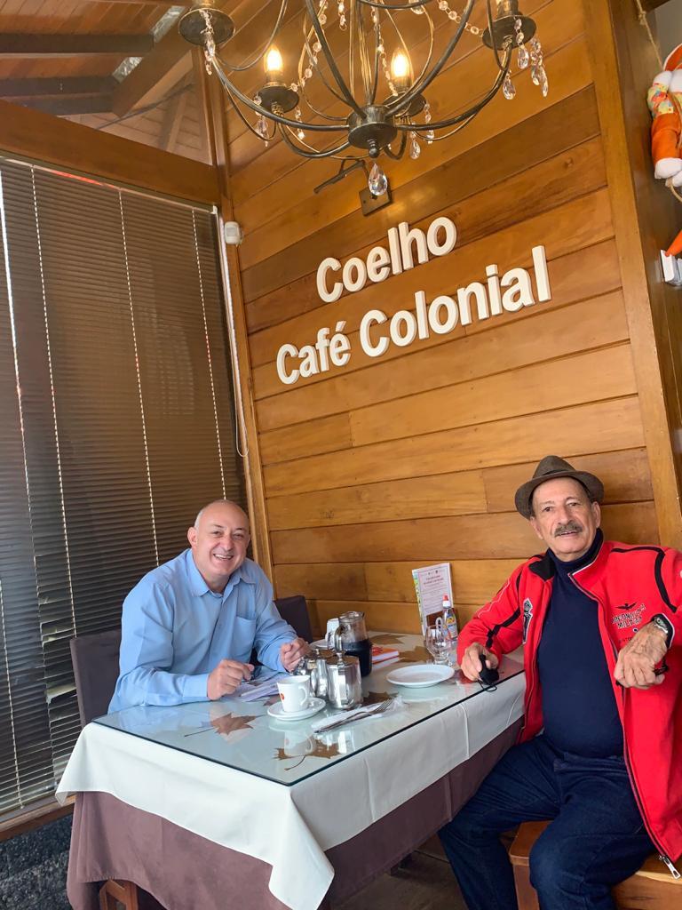 Zanis Coelho (D) e Voltencir Fleck: Um bate-papo que rendeu  grandes lembranças. Confira!