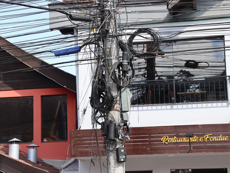 Empresas têm 30 dias para corrigir fiação em postes de Gramado, após o prazo os fios serão retirados