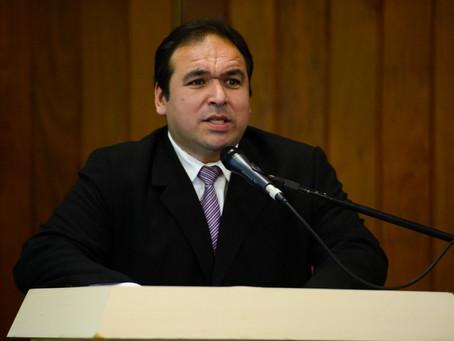 """""""Assistentes Sociais não podem ser esquecidos na vacinação da Covid-19"""", diz o médico Thiago Duarte"""