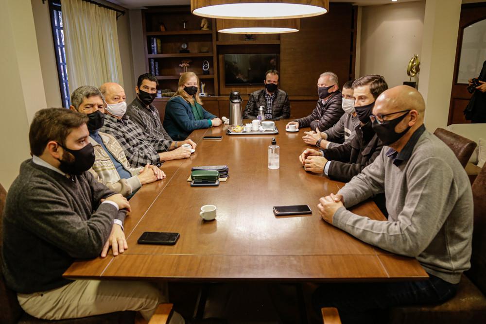 Na reunião (FOTO) foi proposta uma conversa referente à retomada da economia pós Covid-19 na Região das Hortênsias.