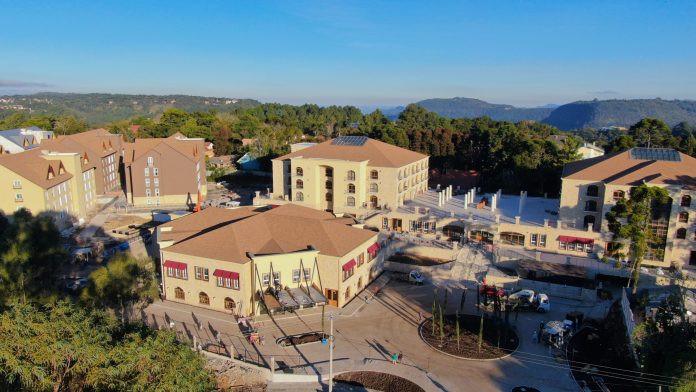 Dividido e dez blocos de apartamentos, o Buona Vitta conta com 56.632 m² de área total construída e teve investimento de de 227 milhões de reais.