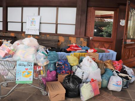 Campanha do Agasalho encerra com 10 mil peças de roupas doadas em Gramado