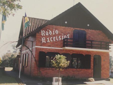 """Rádio Excelsior AM 1440: a emissora lembrada por dar """"vez e voz"""" aos moradores de Gramado"""