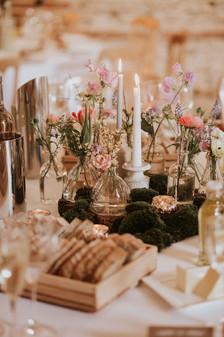 Spring table centre barn wedding