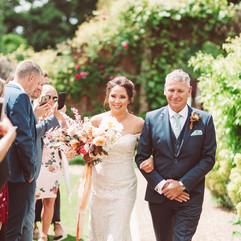 boho bride, peachy wedding flowers, summer wedidng bouquet