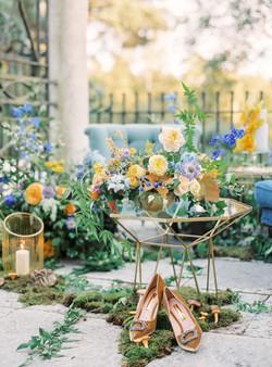 stylish wedding flowers and decor