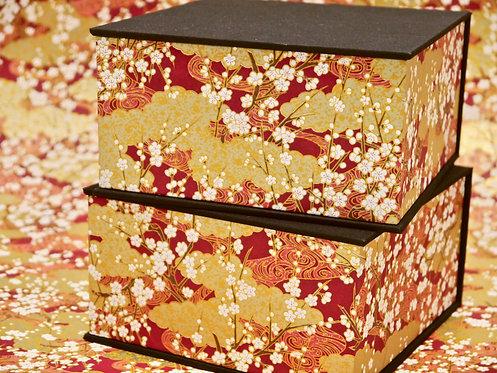 Coffret carré - Umé doré - fond rouge