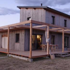 Terrasse extérieure bois solives et lames mélèze