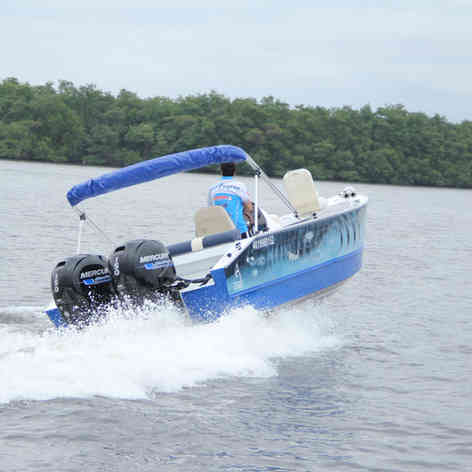 Barco de Pesca modelo Caiman da Maresias NáuticaBarco de Pesca modelo Caiman da Maresias Náutica