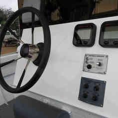 Barco de Pesca modelo M26 da Maresias Náutica