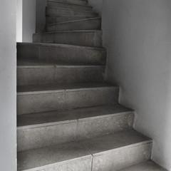 17- twin staircase.jpg