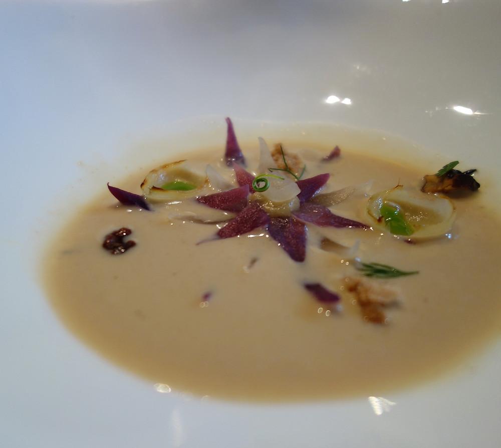 Onion flower comté cheese soup