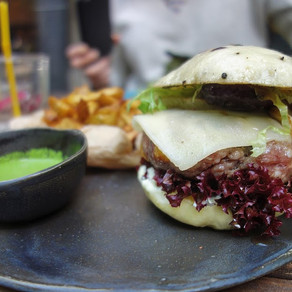 Succulent burgers at Miamiam