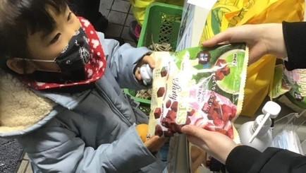 明治グループ様より約2万袋のチョコレートをご寄贈いただきました