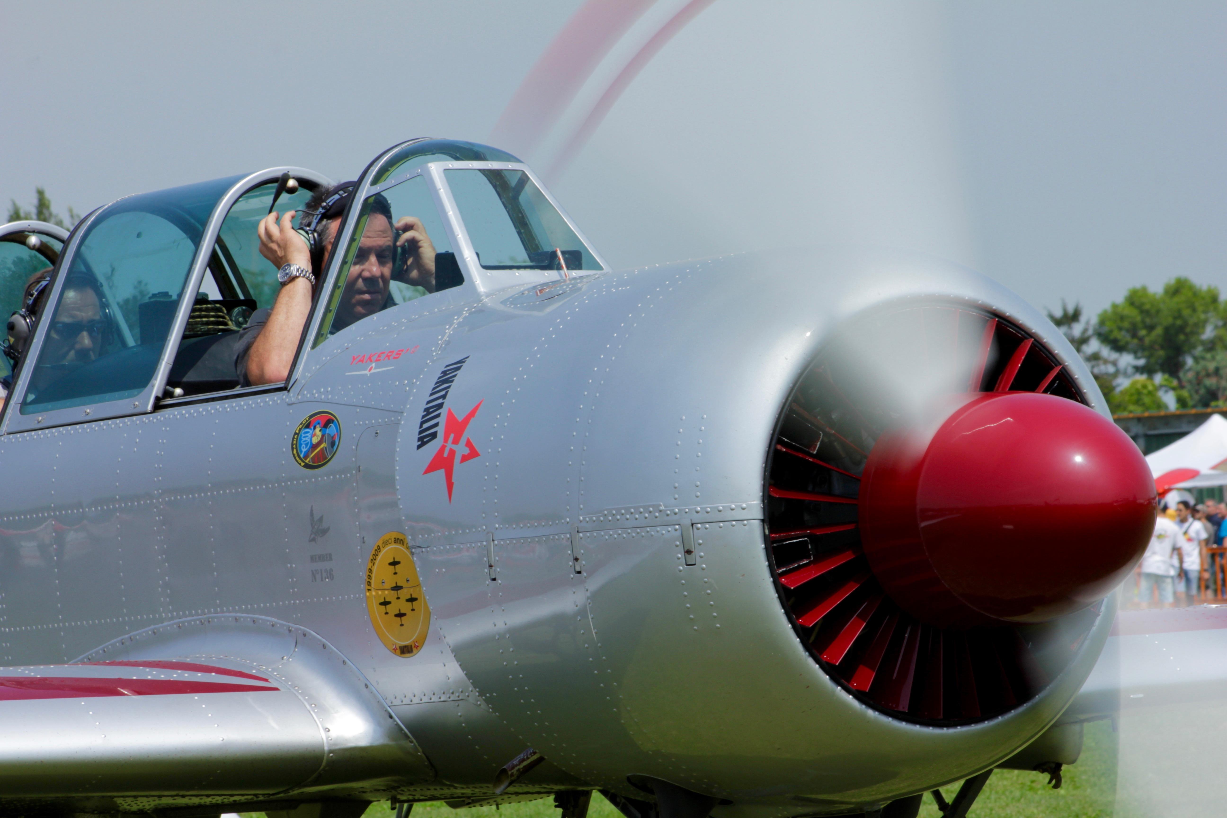 yak 52 pilota Caprai