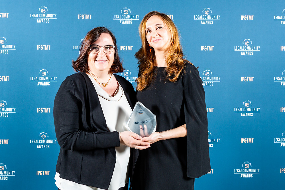 Elena Corte and Paola Corte at the Legalcommunity awards ceremony holding Studio Legale Corte's award as Food Law firm of the year