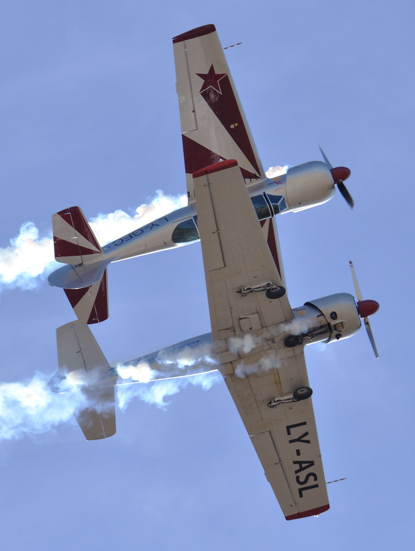 volo a specchio, yakitalia, yak 52, volo in formazione, pattuglia acrobatica, fano, mariani, buso