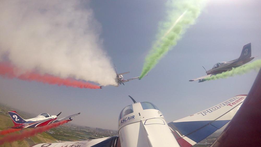 volo in formazione del Pioneer team all'airshow in Cina, a Zhengzhou,