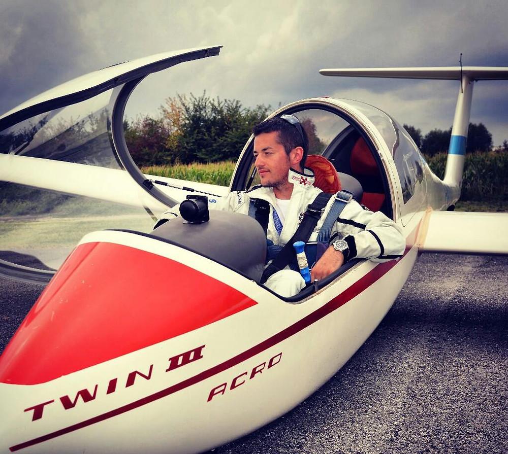 daniele ferrarese, volo acrobatico, aliante, acrobazia aerea, twin III
