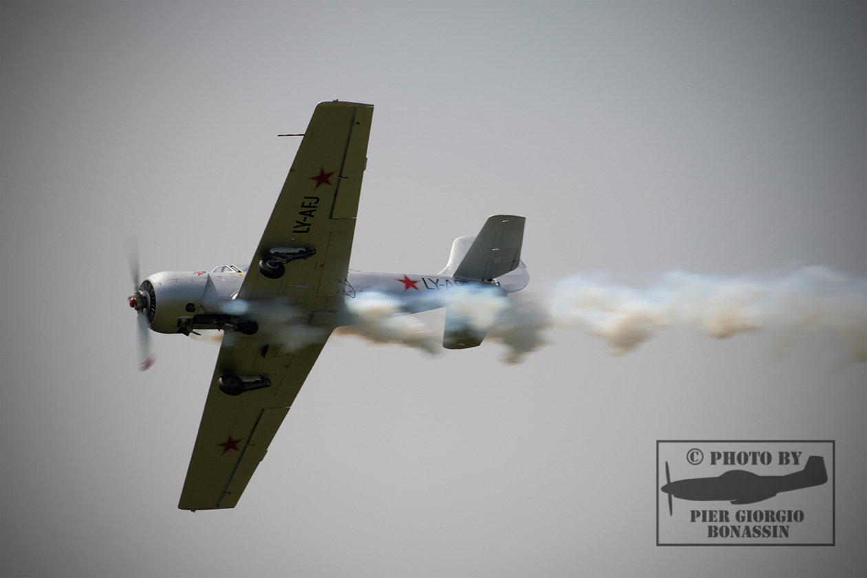 YAK 52 pilota G. Buso