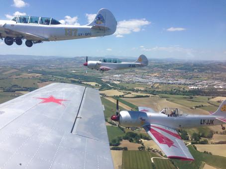 volo acrobatico: l'acrobazia in formazione secondo il Com.te Mariani, leader della pattuglia YAK
