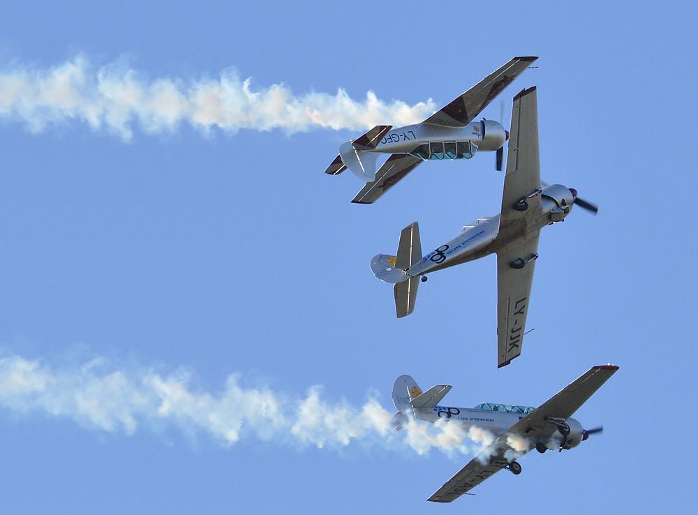siberiana, yakitalia, yak 52, volo in formazione, pattuglia acrobatica, fano, mariani,