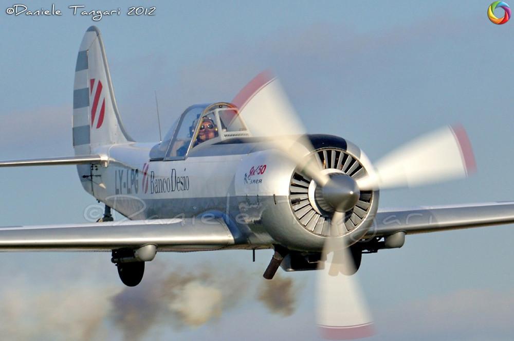 Paolo Gavazzi, volo acrobatico, pilota acrobatico, acrobazia aerea, YAK 52, YAK 50, YAK 9