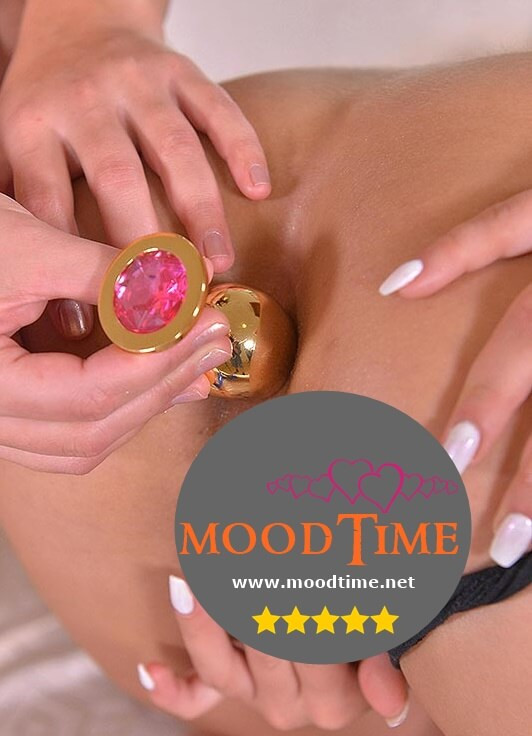 Lady using moodtime butt plug