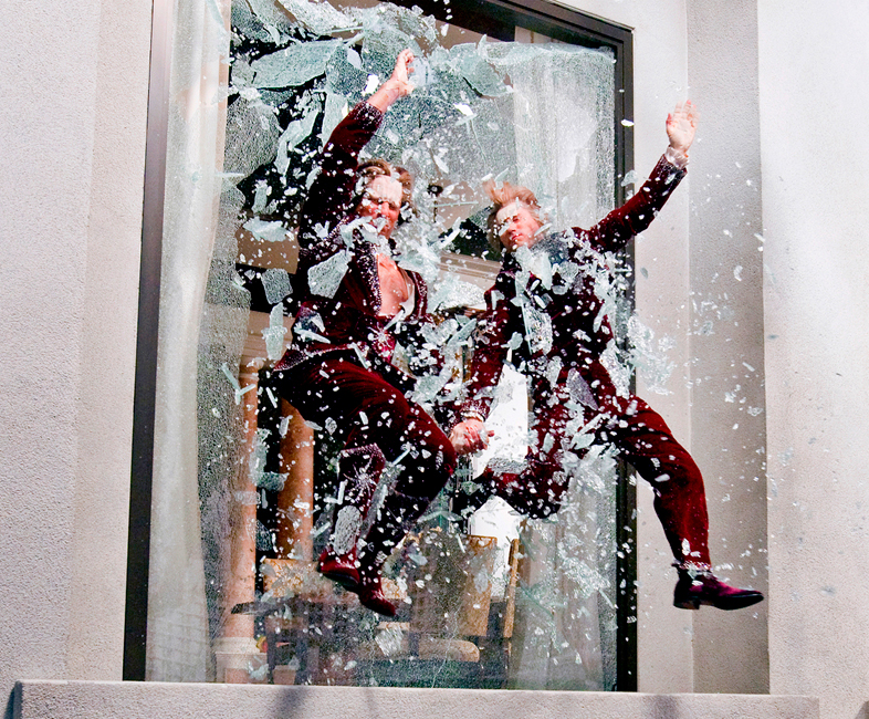 7-The-Incredible-Burt-Wonderstone-Flying-Through-Glass-Window-Stunt-Photo-by-Ben-Glass
