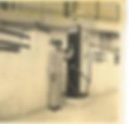 A primeira bomba de gasolina na Póvoa de Santa Iria, representando a marca Atlantic. Anos 40.