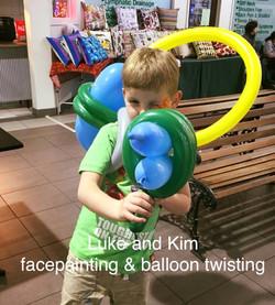 Moe plaza balloon twisting balloon a
