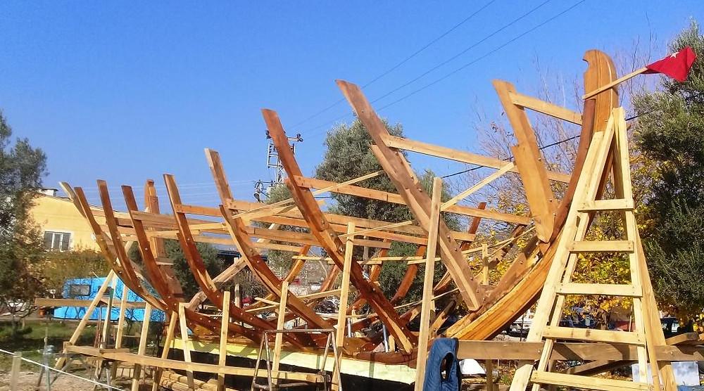 Ana postalarıyla kayığımız (tırhandil). Our caique / trehandiri with her main frames completed.