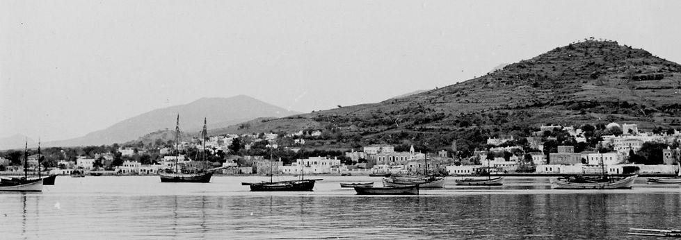 1938'de Bodrum limanında yelkenliler  Sailing work boats in Bodrum in 1938