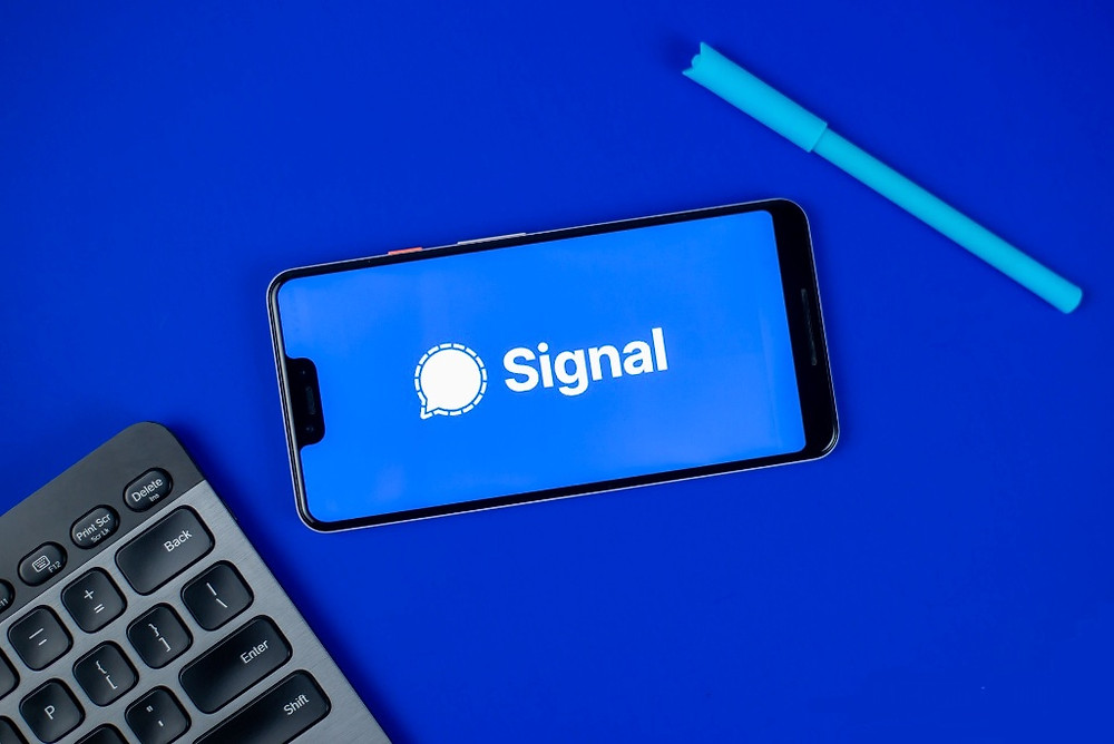 Here's Why We Should All Switch to the Encrypted Chat App Signal