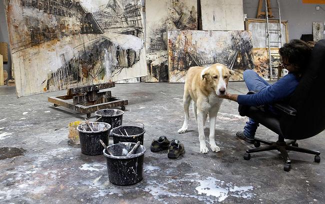 Gustavo Díaz Sosa en su estudio