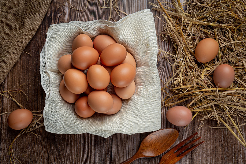 eggs-cups-burlap-with-dry-grass.jpg