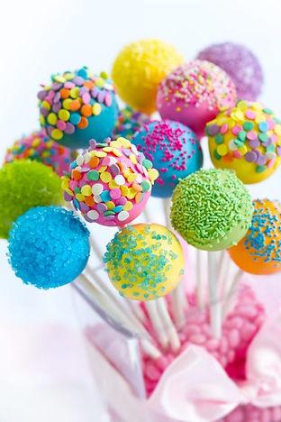 cake-pops-PFBS7KM-600x900.jpg