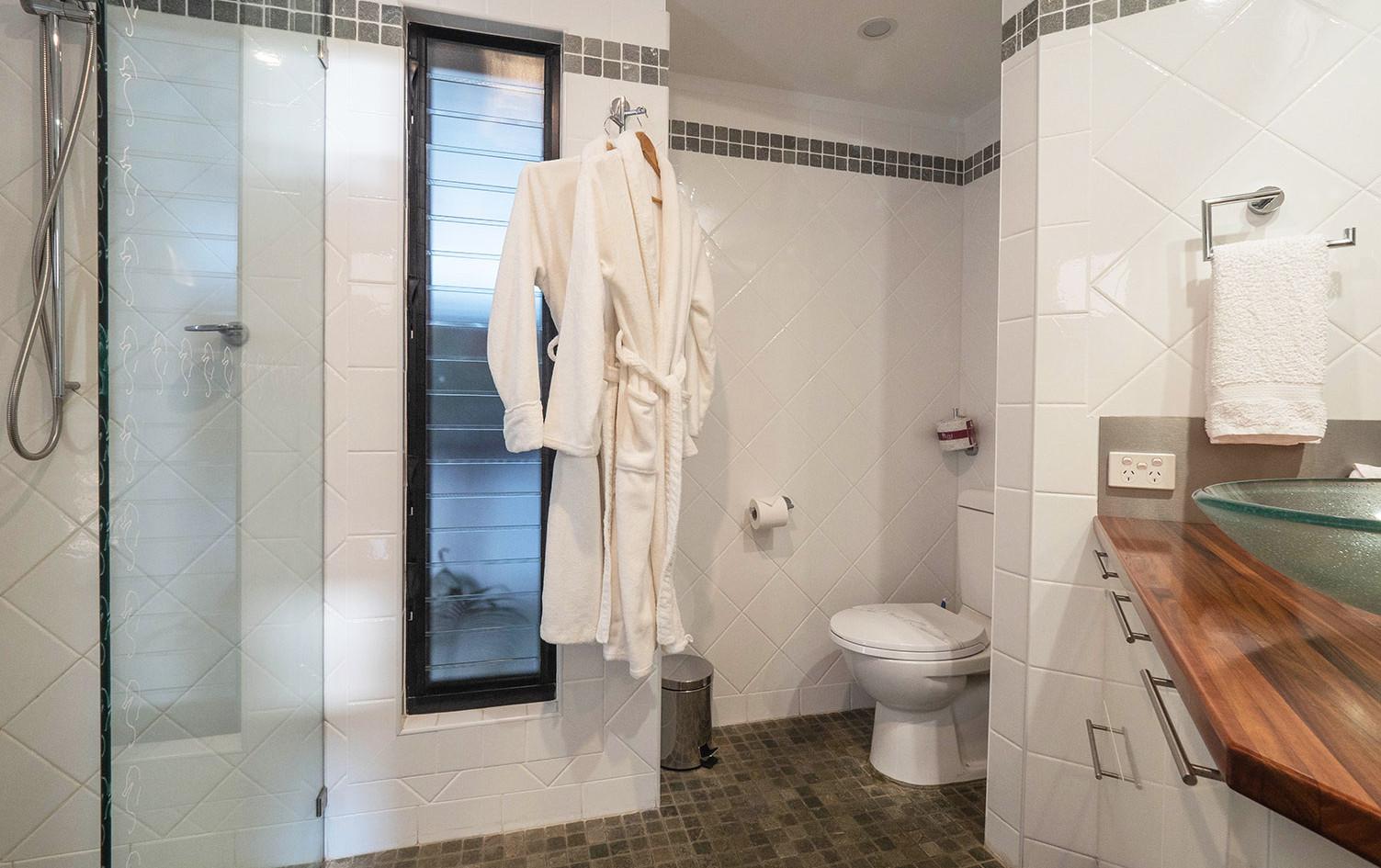 Luxurious-Bathroom-The-Boathouse-Yamba.j