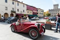 CHE BELLA GIORNATA AL RADUNO DEL G.F.!  La giuria popolare vota la più bella: una Fiat 1600 S Cabrio