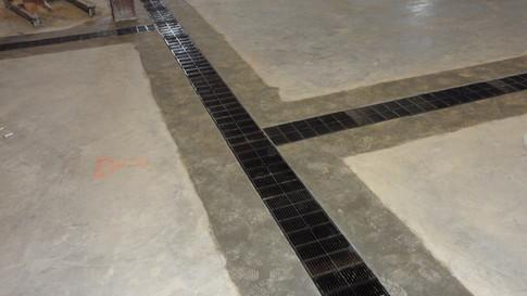 Flat floor to wet process