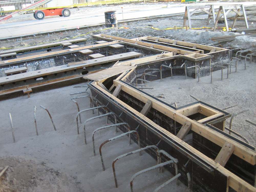 Poured in place concrete trench drain