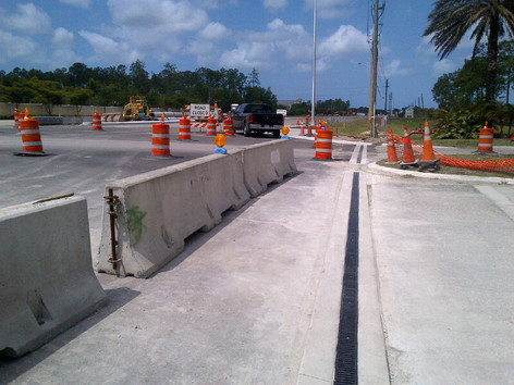 Low speed roadway trench drain